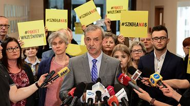 Konferencja ZNP na temat zawieszenia strajku nauczycieli