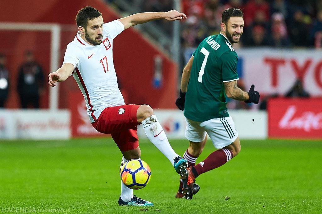 Polska - Meksyk 0:1. Z lewej Maciej Makuszewski