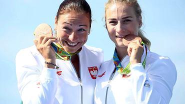 Beata Mikołajczyk (z lewej) i Karolina Naja po zdobyciu brązowego medalu w Rio