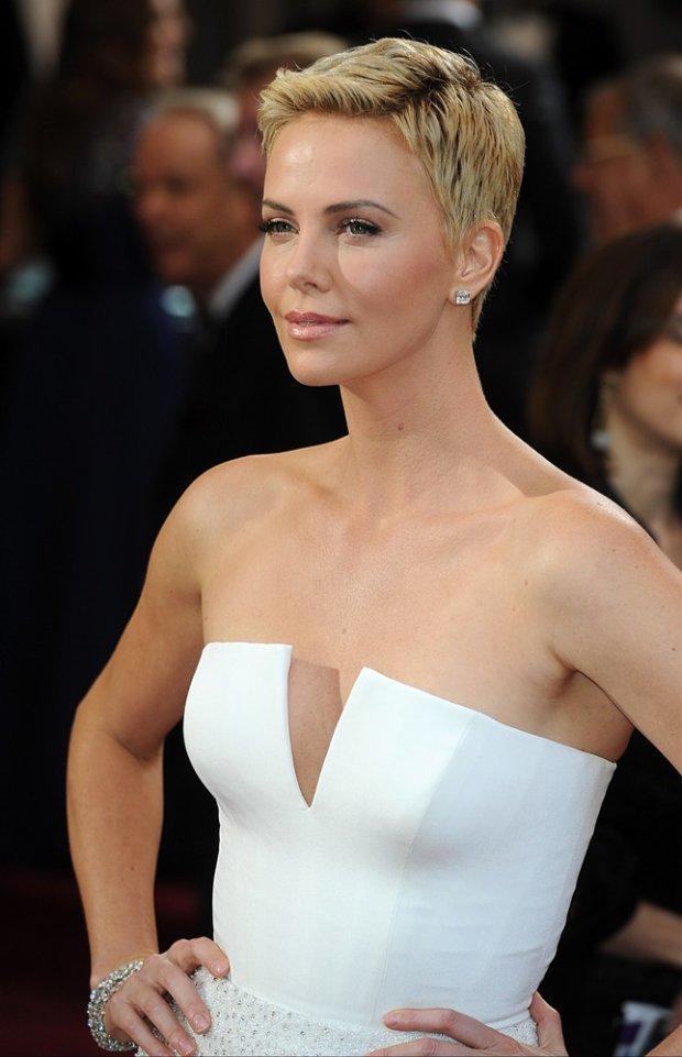 Charlize Theron na Oscarach, luty 2013.