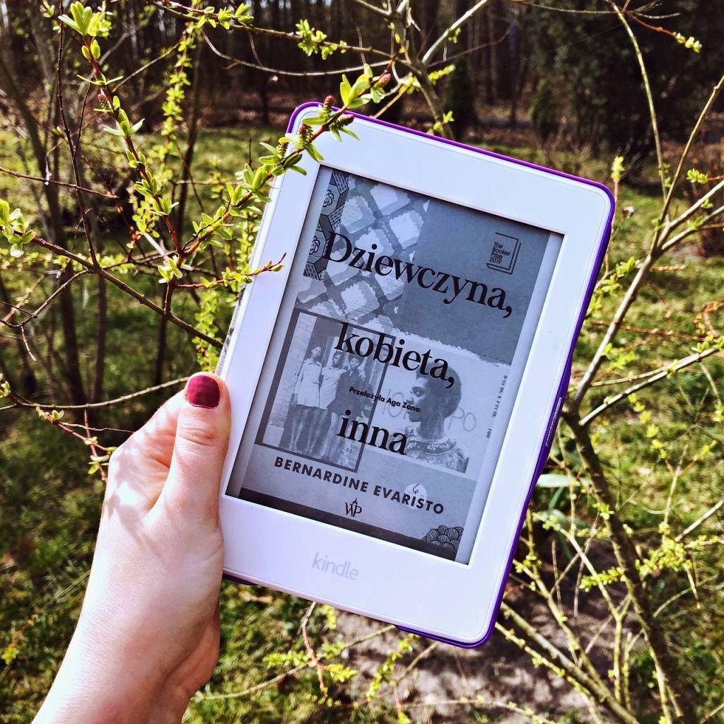 Książka 'Dziewczyna, kobieta, inna' w formie e-booka