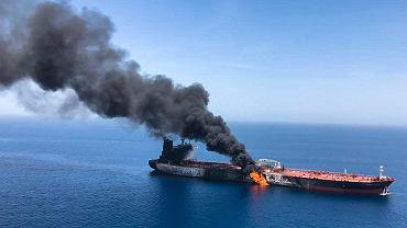Pożar tankowca w Zatoce Omańskiej był widoczny z satelity. Są nowe zdjęcia z incydentu