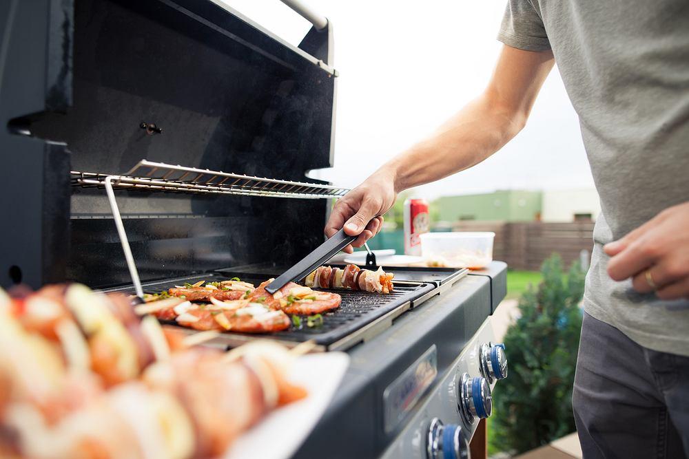 Grill: jak przygotować się na sezon grillowy? Wybieramy odpowiedni grill. Zdjęcie ilustracyjne