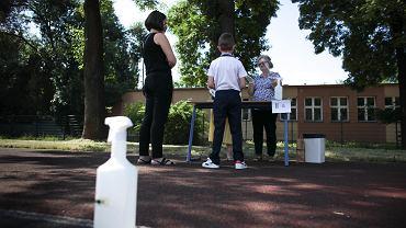 Starsze dzieci przenoszą wirusa SARS-CoV-2 jak dorośli