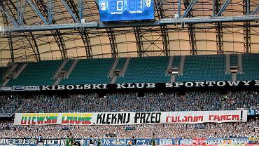 Skandaliczny transparent na poznańskich trybunach
