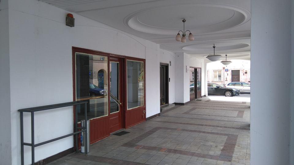 Zdjęcie numer 1 w galerii - Samowola zniknęła z Mariensztatu.