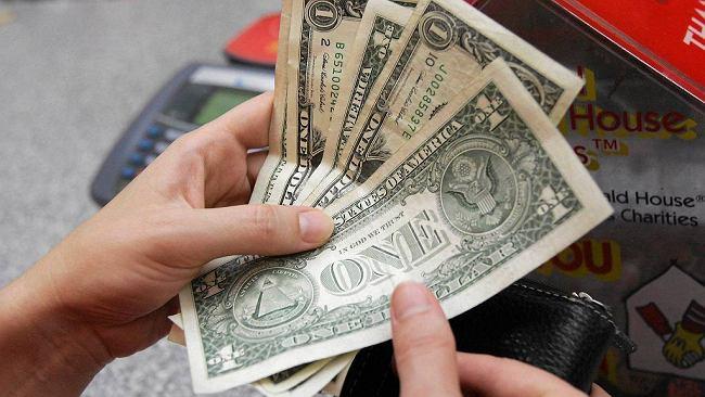 Średni kurs walut NBP - 14.08. Wszystkie główne waluty idą w górę [kurs dolara, funta, euro, franka]