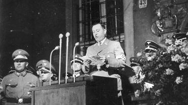Albert Forster przemawia pod Artushof (Dworem Artusa). Rok 1939.