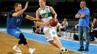 Kamil Chanas (z piłką) w tym sezonie zawodzi