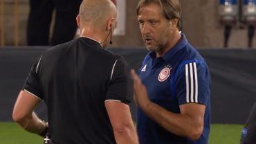 Pedro Martins dyskutuje z Szymonem Marciniakiem podczas meczu Wolverhampton - Olympiakos