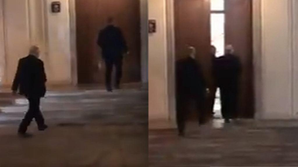 Jarosław Kaczyński wchodzi na obrady wejściem dla Marszałka Sejmu z uzbrojonymi ochroniarzami
