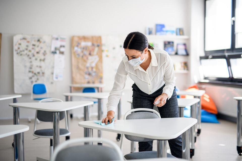 Ministerstwo Edukacji mówi, że szkoły są przygotowane do nowego roku w pandemii, tymczasem dyrektorzy placówek apelują o pomoc, twierdząc, że przygotowani nie są