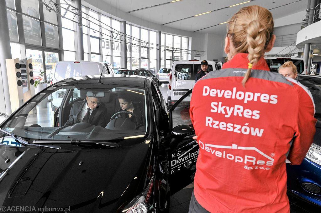 Podpisanie umowy sponsorskiej pomiędzy KS Developres a Ford Res Motors