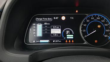 Wskaźnik naładowania baterii w samochodzie elektrycznym