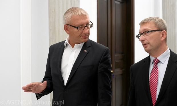Arut Górski (z prawej) chce wprowadzenia przezroczystych urn