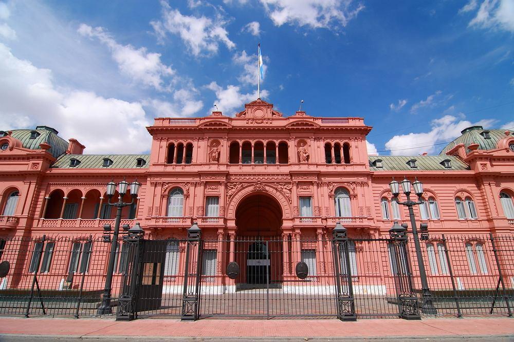 Buenos Aires Monserrat - Różowy Dom (Pałac Prezydencki) przy Plaza de Mayo / Shutterstock