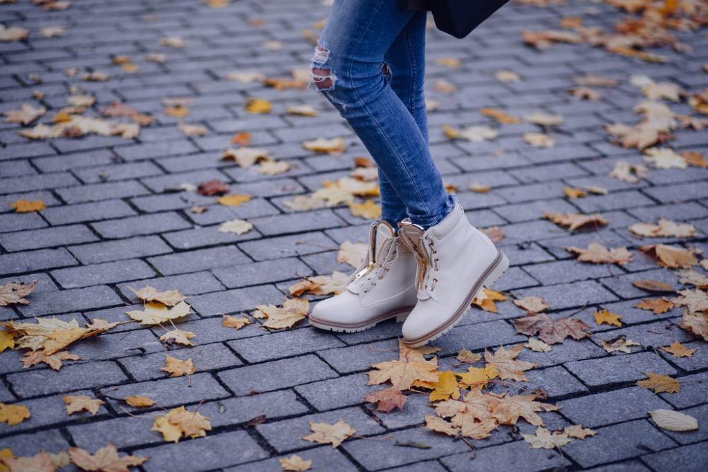 buty na jesień, botki, zdjęcie ilustracyjne