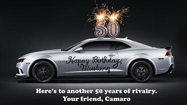 Chevrolet Camaro składa życzenia urodzinowe Mustangowi