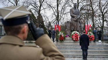 Andrzej Duda złożył kwiaty pod pomnikiem Józefa Piłsudskiego