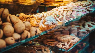Ciasta, pieczywo, ryby i bakalie na wagę pod kontrolą - w ponad 80 proc. wykryto nieprawidłowości.