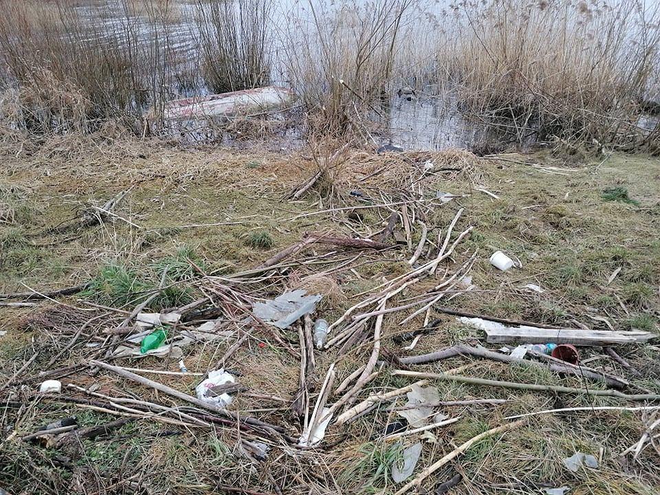 Zdjęcie numer 20 w galerii - Przerażający widok. Na brzegach pięknych beskidzkich jezior leżą tony śmieci [ZDJĘCIA]