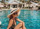 """Anna Wendzikowska porównała dwa zdjęcia. Pozowała nad basenem, gdy nagle podeszła córka. """"Jak Pani to ogarnia, nie mam pojęcia"""""""