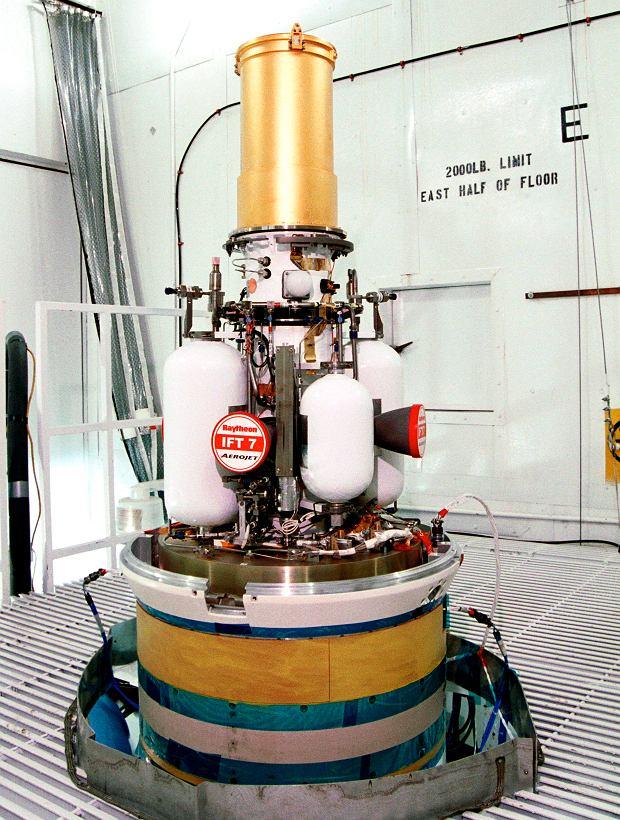 Tak wyglądał prototyp pierwszej wersji głowicy antyrakiety GBI. To w praktyce niewielki pojazd kosmiczny, który śledzi swój cel i manewruje, aby w niego uderzyć i zniszczyć samą energią kinetyczną