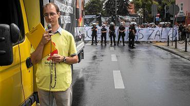 11 sierpnia 2018 r. Przeciwnicy Marszu Równości zablokowali samochodami trasę marszu, odmawiali różaniec i wznosili wulgarne okrzyki