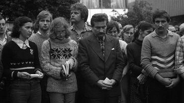 Strajk sierpniowy w Stoczni Gdańskiej im. Lenina, 1980 r., Ewa Ossowska stoi pierwsza od lewej