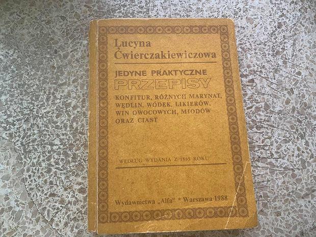 'Jedyne praktyczne przepisy konfitur, różnych marynat, wędlin, wódek, likierów, win owocowych, miodów oraz ciast' Lucyny Ćwierciakiewiczowej z książki Wydawnictwa Alfa z 1988 roku, według wydania z 1885.
