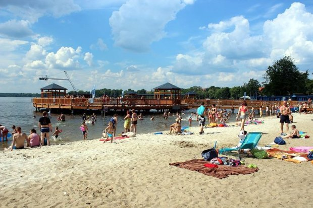 Strzeżona plaża przy jeziorze Trzesiecko w Szczecinku