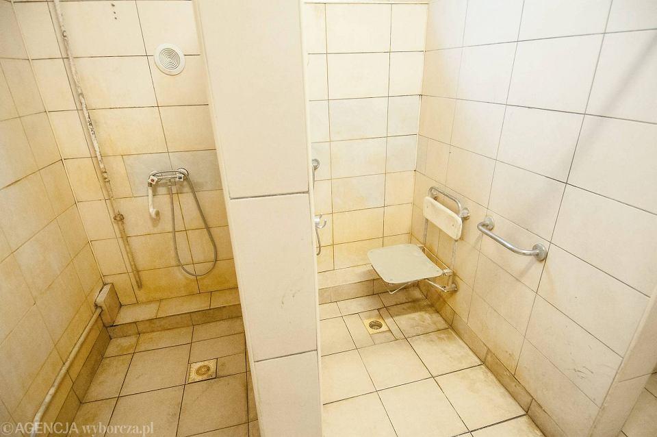wideo z publicznych pryszniców ogromna galeria penisa