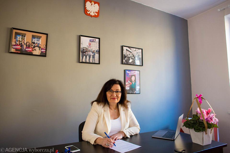 Posłanka Beata Maciejewska w swoim biurze poselskim w Gdańsku Wrzeszczu przy ul. Miszewskiego