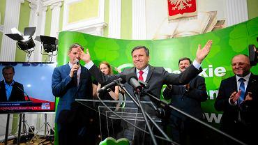 Wieczór wyborczy Polskiego Stronnictwa Ludowego. Politycy czekają na pierwsze wyniki eurowyborów. Warszawa, maj 2014 r.
