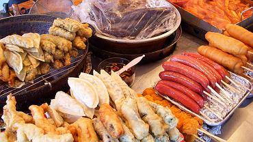Kolorowe, pachnące, pyszne - jedzenie z budek i straganów jak żadne inne pozwala posmakować prawdziwej kuchni i lokalnych zwyczajów