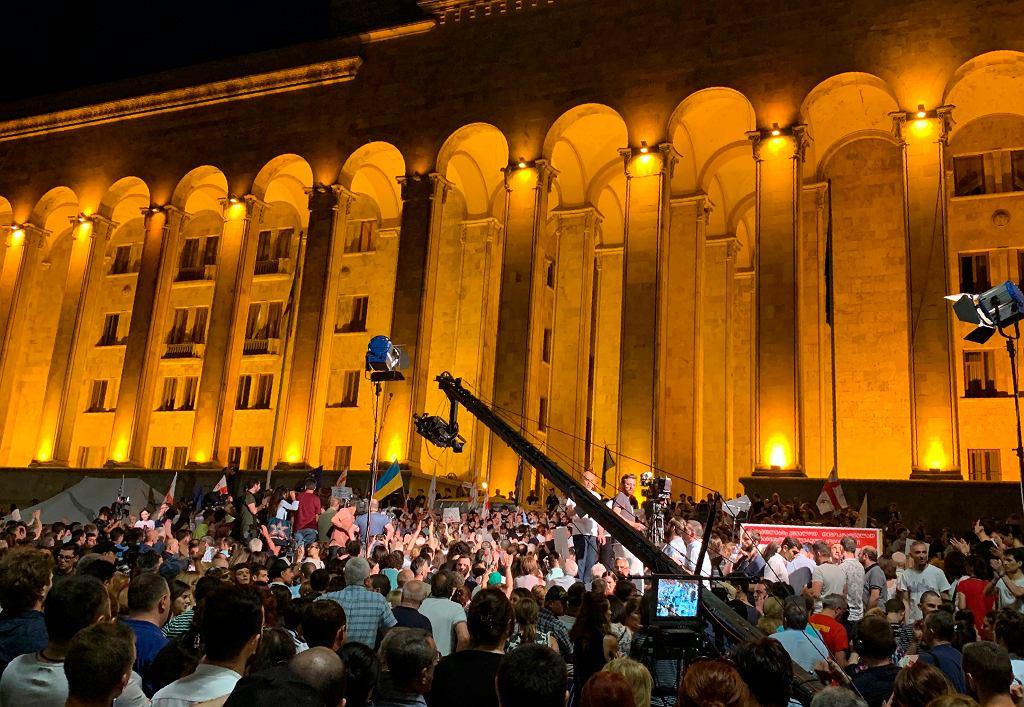 Gruzja. Protesty przed parlamentem