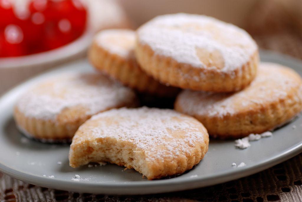Kruche ciasteczka - przepis podstawowy na prostą i wyjątkową przekąskę