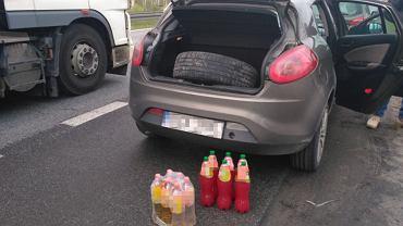 Policjanci z białostockiego CBŚP zatrzymali dilera narkotyków, który przewoził w swoim samochodzie 12 butelek wypełnionych płynną amfetaminą.