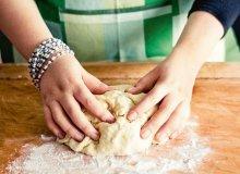 Ciasto drożdżowe wytrawne (bez jajek) - ugotuj