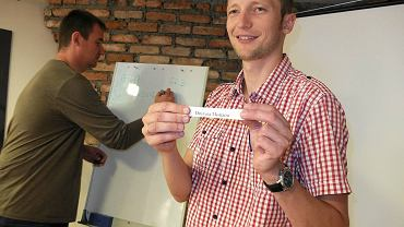 Losowanie grup turnieju Mistrzostw Płocka Dzikich Drużyn w sali konferencyjnej Gazety Wyborczej