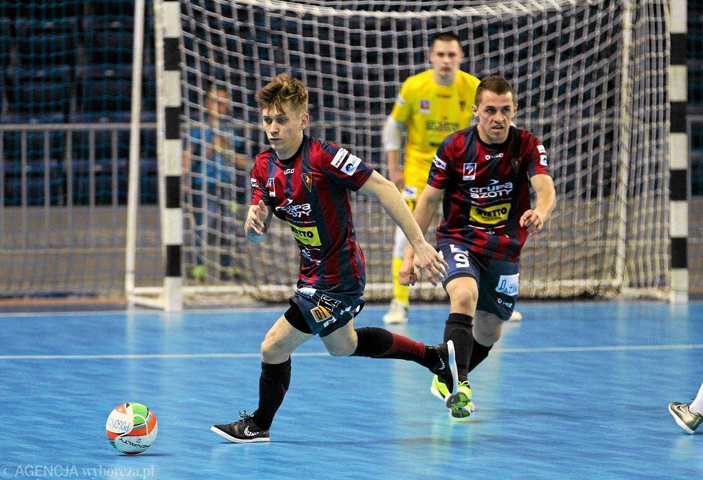 Mateusz Gepert (17) i Mateusz Jakubiak (9) zostają w Pogoni 04 Szczecin