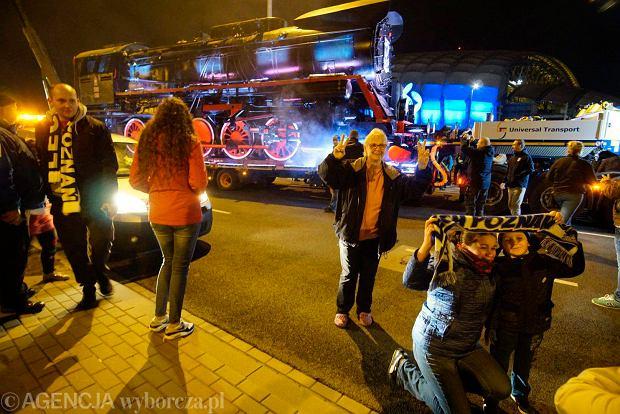 Zdjęcie numer 11 w galerii - Lokomotywa Lecha Poznań przejechała ulicami miasta pod stadion przy Bułgarskiej [ZDJĘCIA]