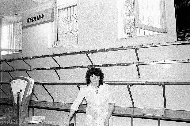 Gadomski: 'Motorem rozwoju gospodarczego jest konkurencja, bez której gospodarka i społeczeństwo pogrążają się w marazmie - tak jak w PRL-u'. Na zdjęciu sklep mięsny, Warszawa, 1989 r.
