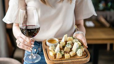 Ser sprawia, że wino smakuje lepiej? To już nie kwestia gustu, a potwierdzony naukowo fakt