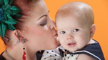Niektórzy uważają, że niemowlę z kolczykami wygląda pięknie, inni, że groteskowo
