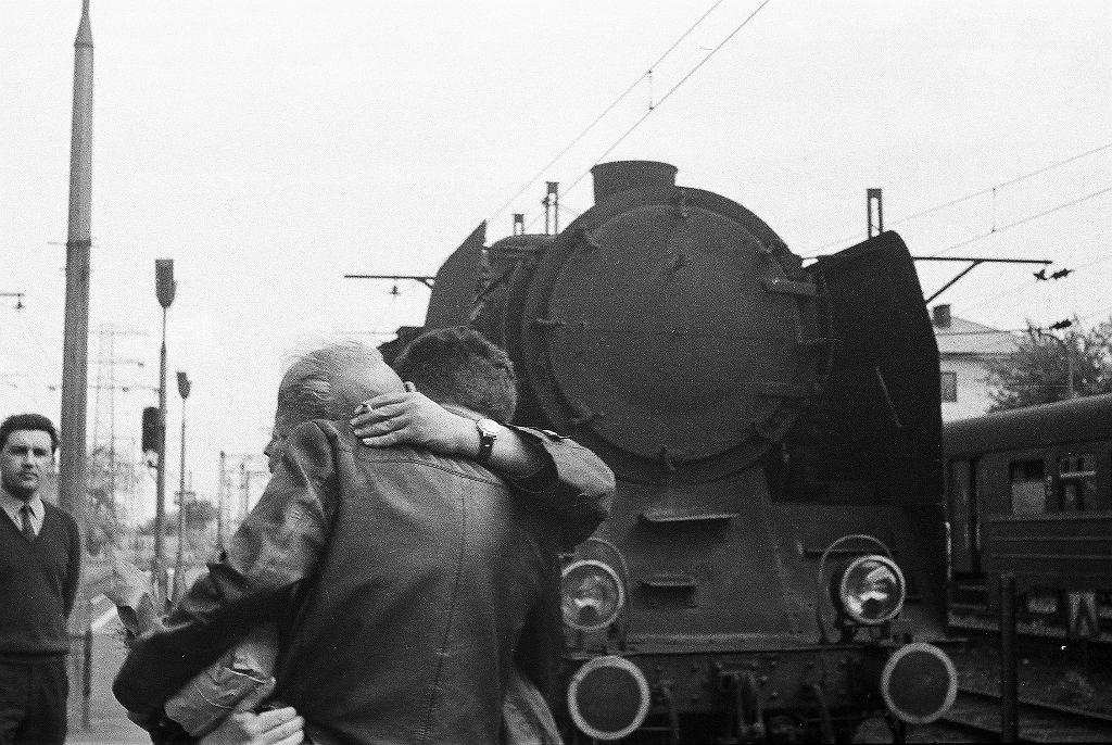 Pożegnanie ojca i syna w marcu 1968 r.