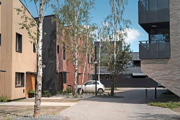 Szymon Januszewski - architekt, który jest fanem małych przestrzeni. Sam też lubi się ograniczać