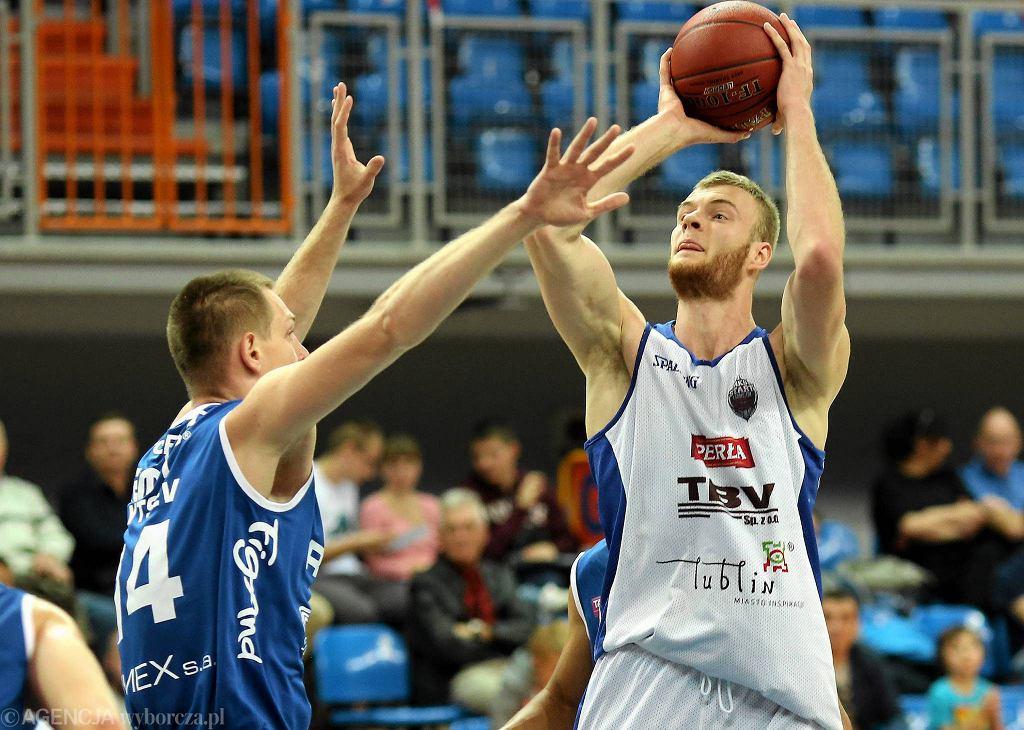 Z piłką Jarosław Trojan ze Startu Lublin
