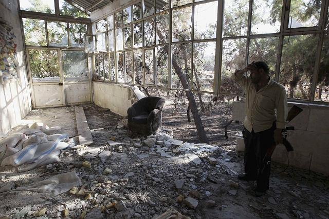 Członek Wolnej Armii Syrii, w regionie Sakhour