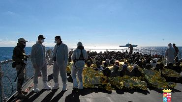 Włoska marynarka wojenna uratowała 233 nielegalnych imigrantów